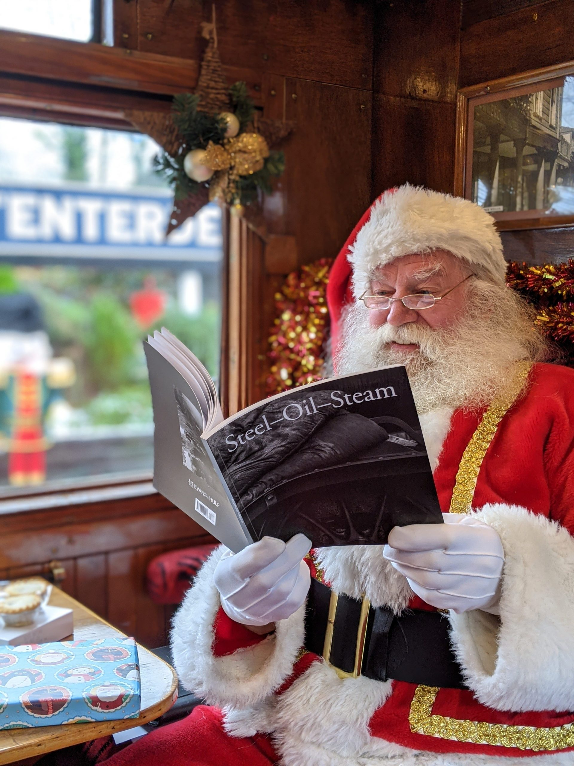 santa reads book