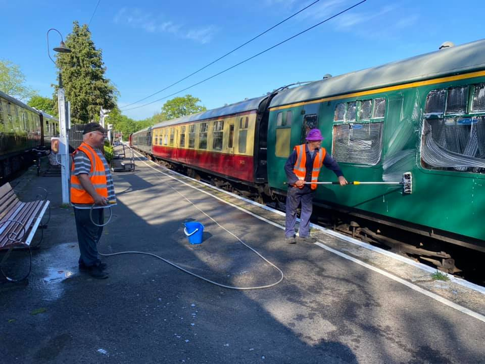 Cleaning a carriage